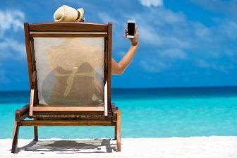 10 niezbędnych gadżetów na wakacje