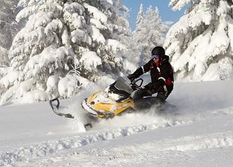 Pomysły na aktywny wypoczynek zimą – ekstremalne sporty zimowe
