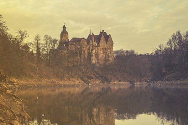 Gdzie w Polsce straszy? 10 nawiedzonych miejsc