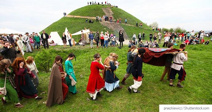 Wielkanoc w Polsce - toczenie jajek