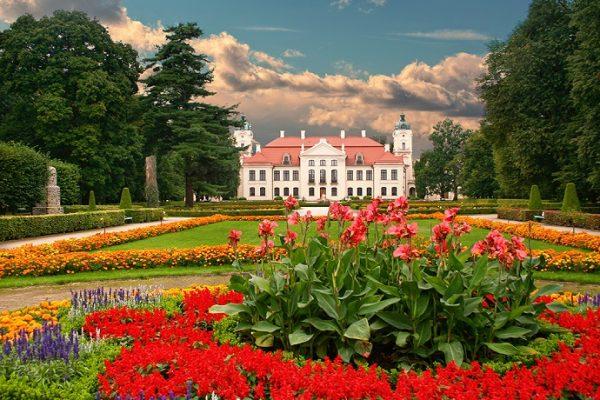 TOP 10: Najpiękniejsze ogrody pałacowe w Polsce