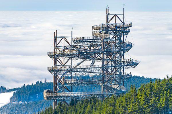 Spacery w chmurach – najpiękniejsze punkty i tarasy widokowe w Europie