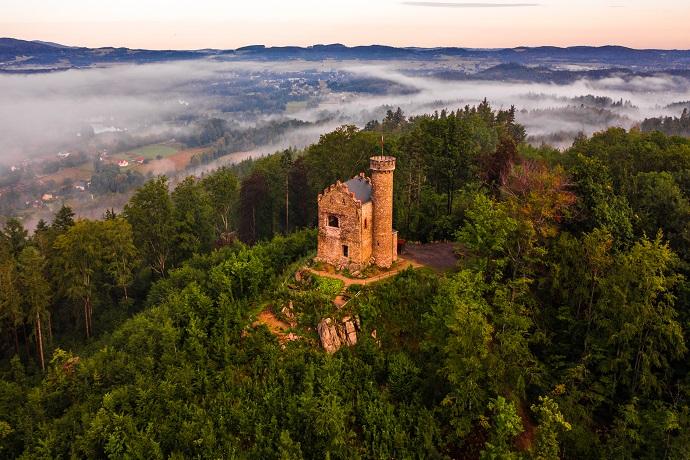 Poznaj Polskę z Travelist: Karkonosze - Zamek w Staniszowie